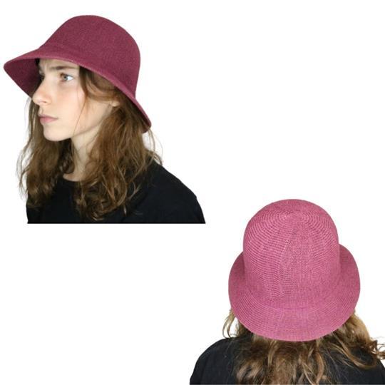 Sombrero capelina de adulto en hilo con ala corta.